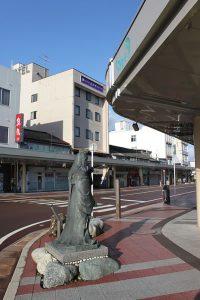 糸魚川駅東側方向から見るホテルゑびや